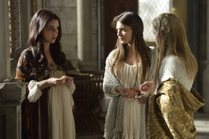 "Reign ""Snakes in the Garden"" (1x02) promotional picture"