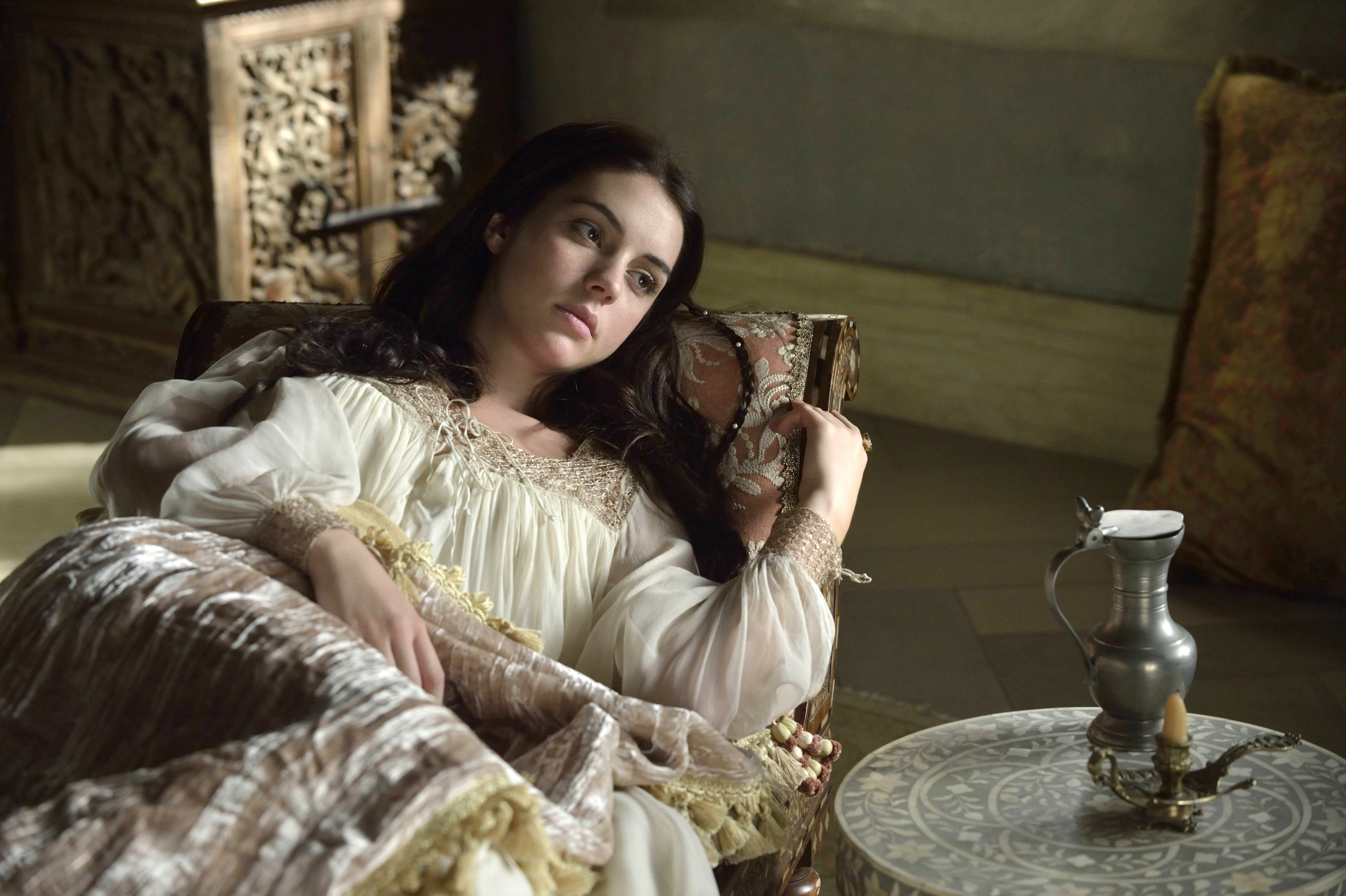 Reign Snakes In The Garden 1x02 Promotional Picture Mary Queen
