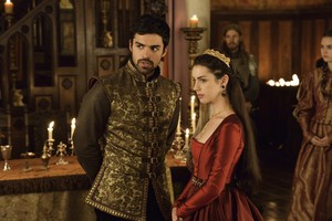 """Reign """"The kambing, daging biri-biri and the Slaughter"""" (2x04) promotional picture"""