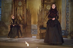 "Reign ""The Plague"" (2x01) promotional picture"