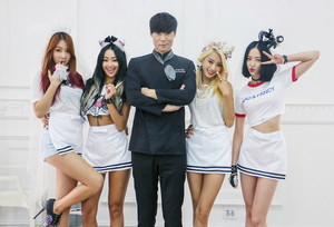 SISTAR with chef Choi Hyun Seok in 'Shake It' stills