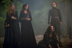 """Salem """"Midnight Never Come"""" (2x12) promotional picture"""