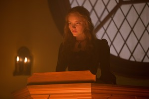"Salem ""The Witching Hour"" (2x13) promotional picture"