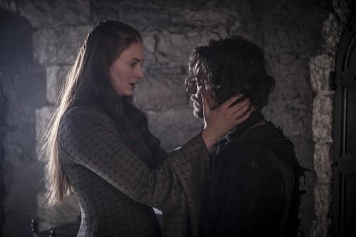 Sansa Stark Hintergrund probably containing a mantelet, a mantilla, and a straße called Sansa Stark and Reek