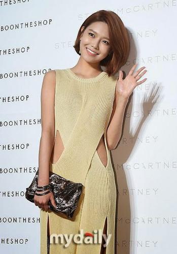 Girl's Generation/SNSD karatasi la kupamba ukuta with a portrait called Sooyoung New Hair