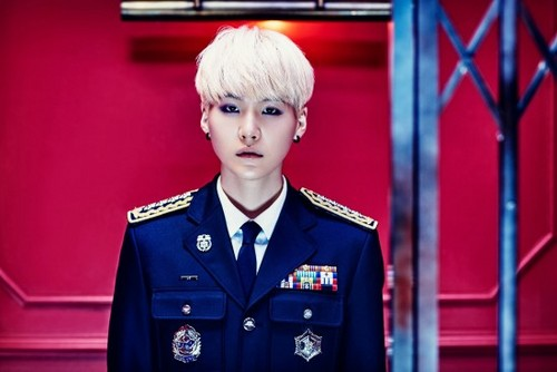 Suga (BTS) 壁紙 containing a green beret, 戦闘服, バトルドレス, regimentals, and 連隊 titled Suga for 'Sick' teaser 画像