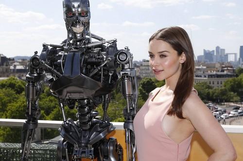 Emilia Clarke fond d'écran entitled Terminator Genisys Paris Photocall