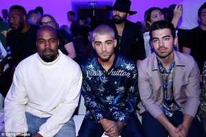 Zayn at Louis Vuitton menswear tampil