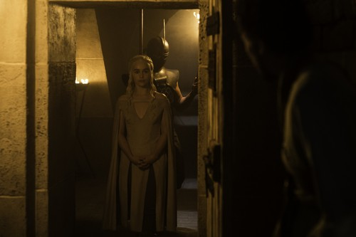 Daenerys Targaryen fond d'écran possibly with a rue and a revolving door titled daenerys targaryen