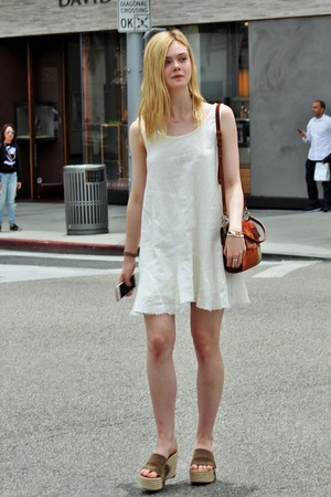 Elle shopping in Beverly Hills