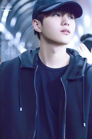 Kim Myungsoo/L