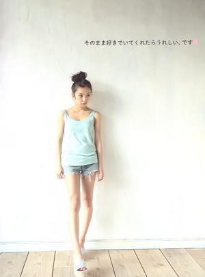 板野友美写真集「Luv U」