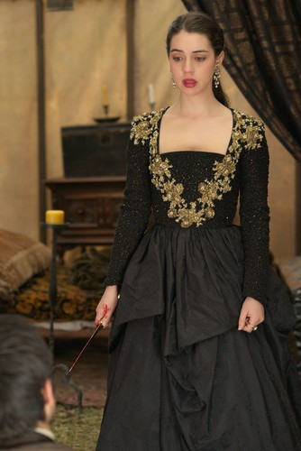 "Reign [TV Show] 壁纸 called Reign ""Burn"" (2x22) promotional picture"