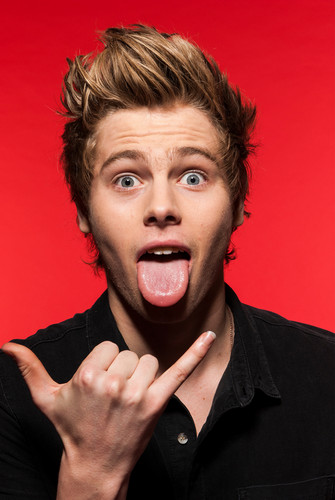 Luke Hemmings hình nền entitled Teen Now