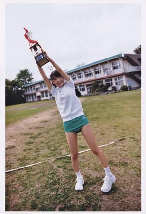 宮脇咲良 ファースト写真集「さくら」'