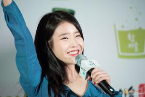 150410 ইউ at Hongdae Chamisul Event