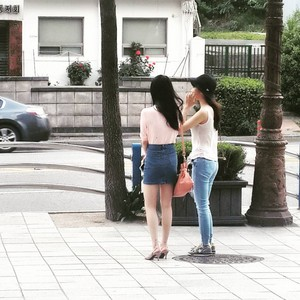 150704 IU Spotted with Yoo In Na