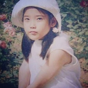 150716 ‎IU‬ childhood picha has been revealed!