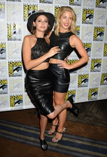 Emily Bett Rickards fond d'écran probably containing bare legs, a hip boot, and a sign called 2015 Comic-Con 'Arrow' Press Room - July 11, 2015