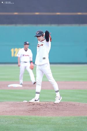 Baekhyun's first pitch