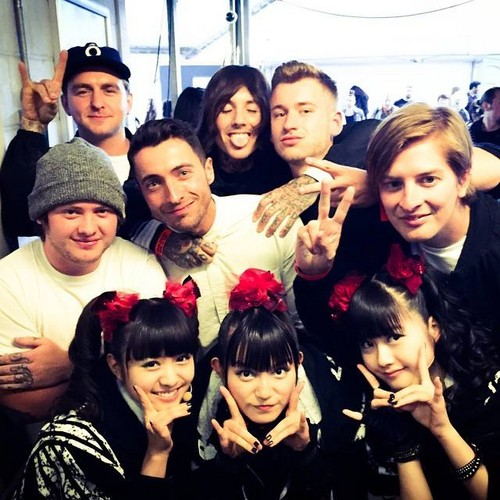 Bring Me The Horizon karatasi la kupamba ukuta possibly containing a portrait titled Bring Me The Horizon and Babymetal at Kerrang Awards 2015