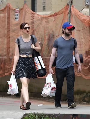 Daniel Radcliffe & Erin tindahan for Yoga Mats in New york,July 2 (Fb.com/DanieljacobRadcliffeFanClub)