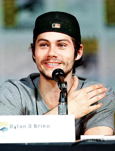 Dylan O'Brien karatasi la kupamba ukuta called Dylan O'Brien