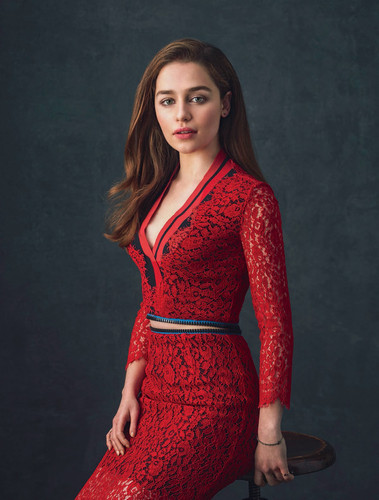 Emilia Clarke karatasi la kupamba ukuta probably with a cocktail dress called Emilia Clarke Photoshot