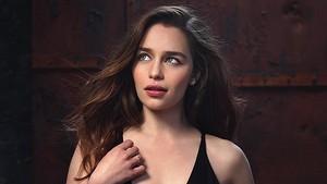 Emilia Clarke in Io Donna Photoshot