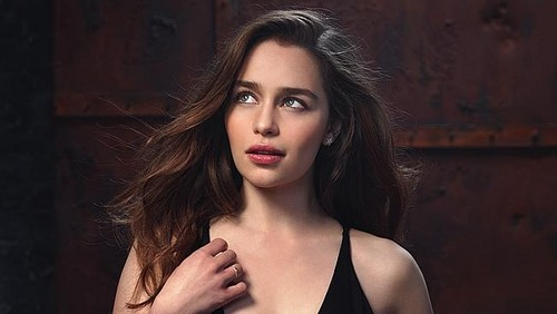 Emilia Clarke پیپر وال probably with attractiveness and a portrait entitled Emilia Clarke in Io Donna Photoshot