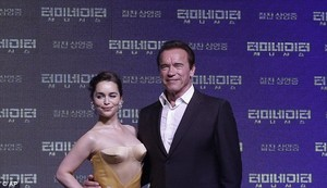 Emilia and Arnold at the Kẻ hủy diệt premiere