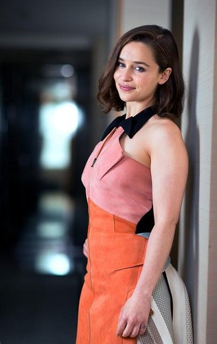 Emilia Clarke fond d'écran possibly containing a cocktail dress entitled Emilia