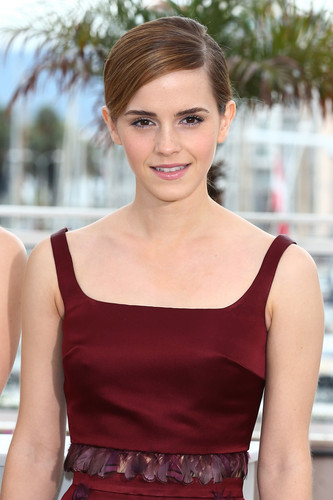 Emma Watson wolpeyper probably containing a hapunan dress, a strapless, and a kaktel dress titled Emma Watson