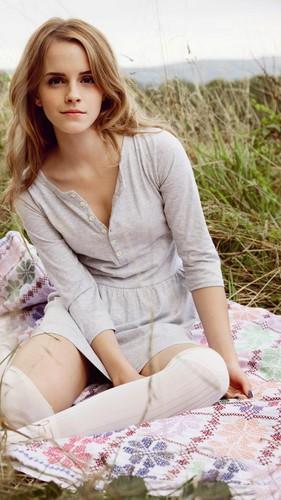 emma watson fondo de pantalla titled Emma Watson