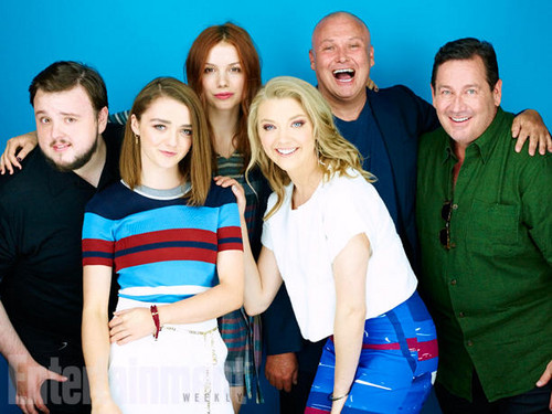 Maisie Williams 바탕화면 possibly with a 칵테일 dress entitled Game Of Thrones Cast at 2015 Comic-Con