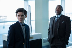 Gotham - Episode 1.21 - The Anvil or the Hammer