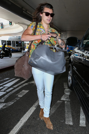 Harry arriving at LAX