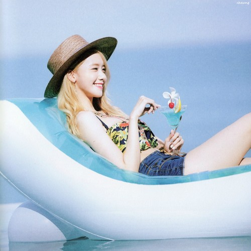 Im yoonA fond d'écran with a hot tub called Im Yoona Party