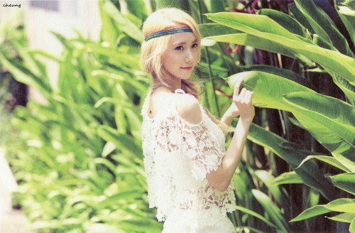 Im yoonA fond d'écran possibly containing a banane and a bouquet entitled Im Yoona Party