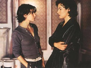 Jennifer Tilly as tolet, violet and Gina Gershon as Corky in 'Bound'