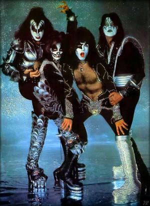 চুম্বন ~NYC…April 9 1976 (Destroyer-Glitter Session)