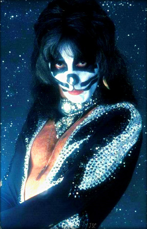 Kiss ~NYC…April 9 1976 (Destroyer-Glitter Session)