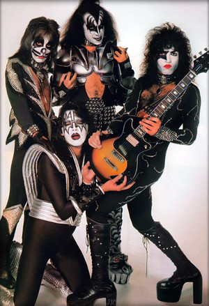Kiss ~NYC…April 9, 1976 (Destroyer-White Session)