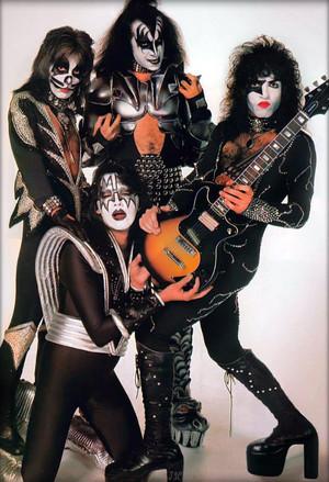 키스 ~NYC…April 9, 1976 (Destroyer-White Session)