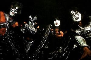 Kiss ~NYC…June 1, 1977 (Love Gun-Black Room Session)