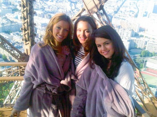 Monte Carlo hình nền called Katie, Leighton and Selena