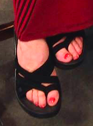 The Linda Blair Pretty Corner kertas dinding entitled Linda's Pretty Feet
