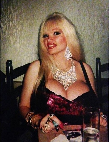 beroemdheden who died young achtergrond titled Lolo Ferrari- Eve Valois (February 9, 1963] – March 5, 2000)