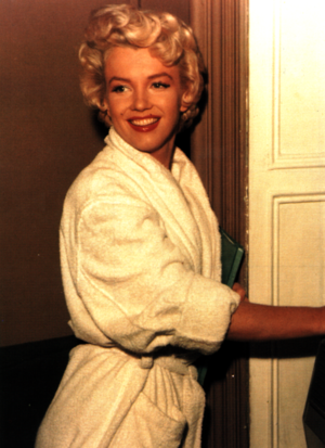 Marilyn Monroe in a jubah