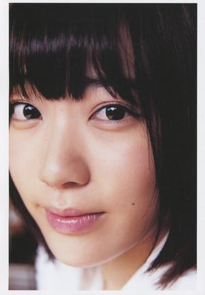 Miyawaki Sakura 1st Photobook 「Sakura」